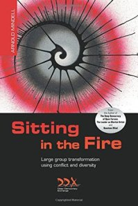 sitting-in-the-fire-large-group-transformation-through-diversity-and-conflict-copertina